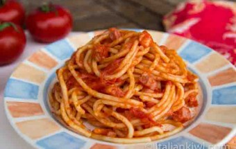 Spaghetti all'amatriciana with tomatoes, bacon and chillis