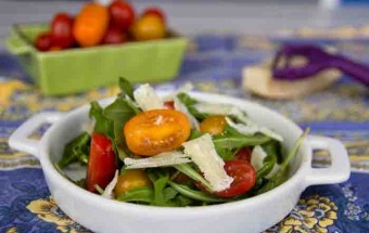 Rocket and tomato salad with shavings of parmesan cheese